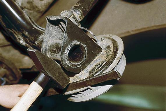 снятие распорной планки с заднего барабана Ваз 2110